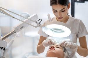 Wel of geen voedingsadvies bij acne in je beauty salon?
